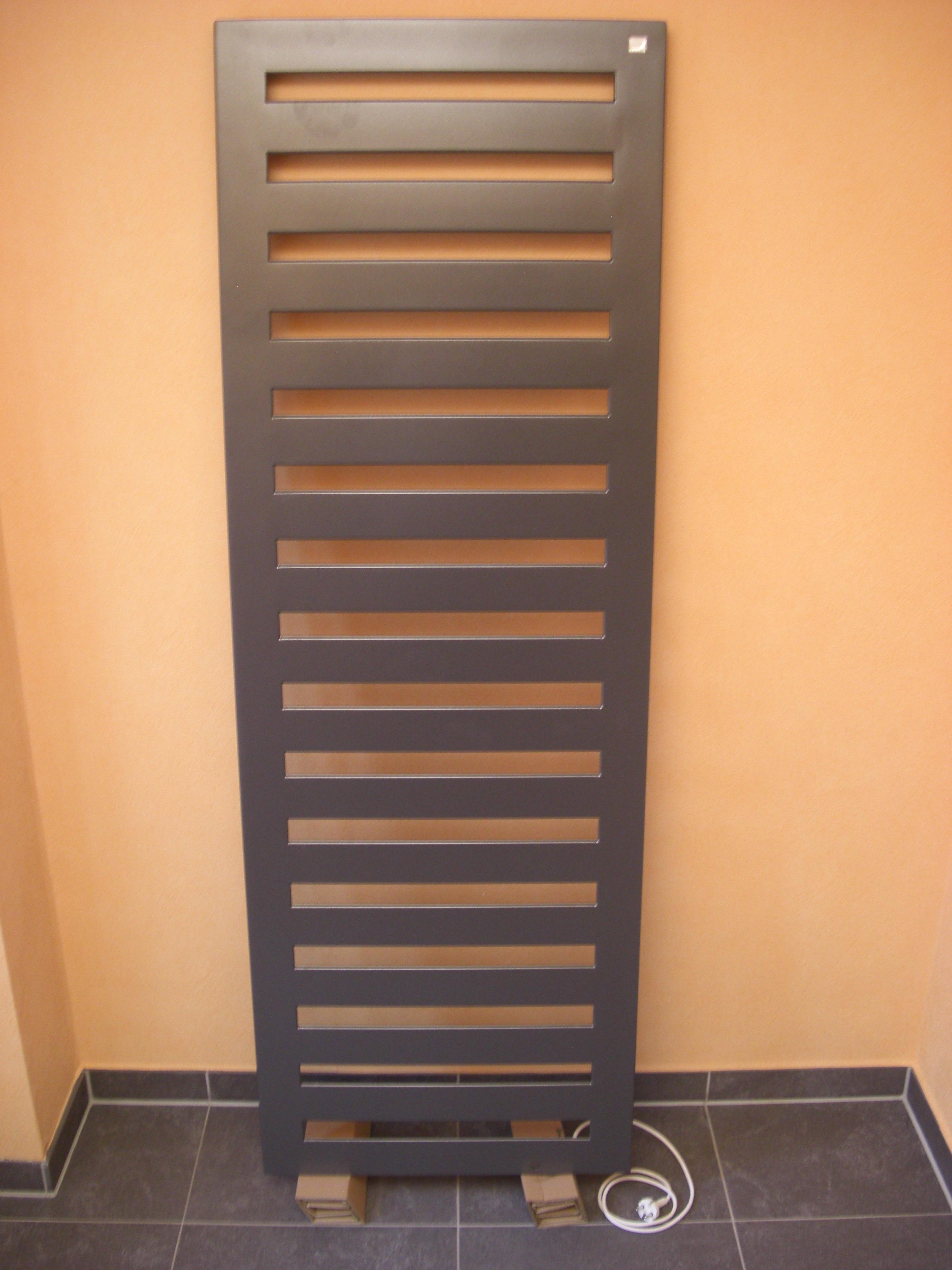 Bad Heizkörper Anthrazit : Zehnder Metropolitan Badheizkörper, 1540x400mm, RAL 9016