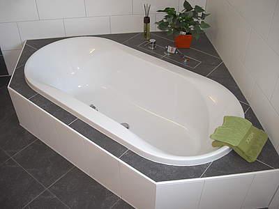 suchergebnis f r 39 badewanne hoesch spectra 1400 eckbadewanne 39 bernd block haustechnik. Black Bedroom Furniture Sets. Home Design Ideas