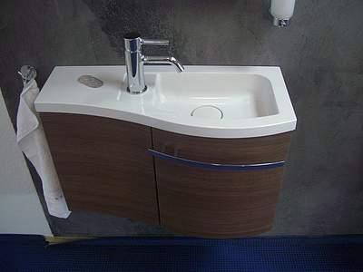 Waschtisch Geschwungen burgbad sinea 1.0 waschbecken mit unterschrank für gästebad, rechts