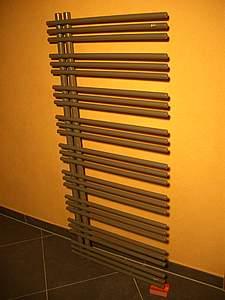zehnder yucca handtuchheizk rper asymmetrisch ya 090 050 designheizk rper 0335 titane
